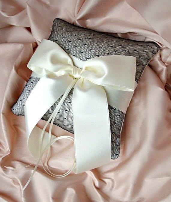 Кот черный шелковый Dupioni Esprit Чистая подушка предъявителя кольца