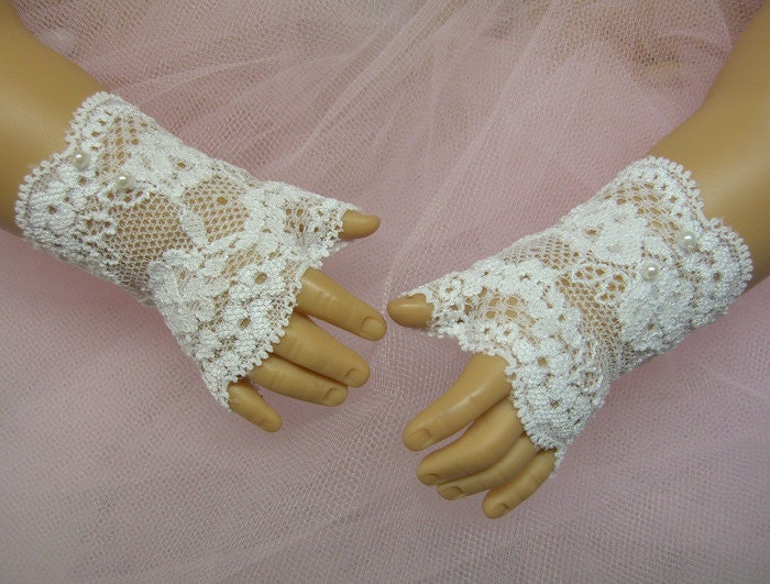 FINGERLESS LACE GLOVES for American Girl Dolls White with White Pearls Easter Cecile Elizabeth Felicity