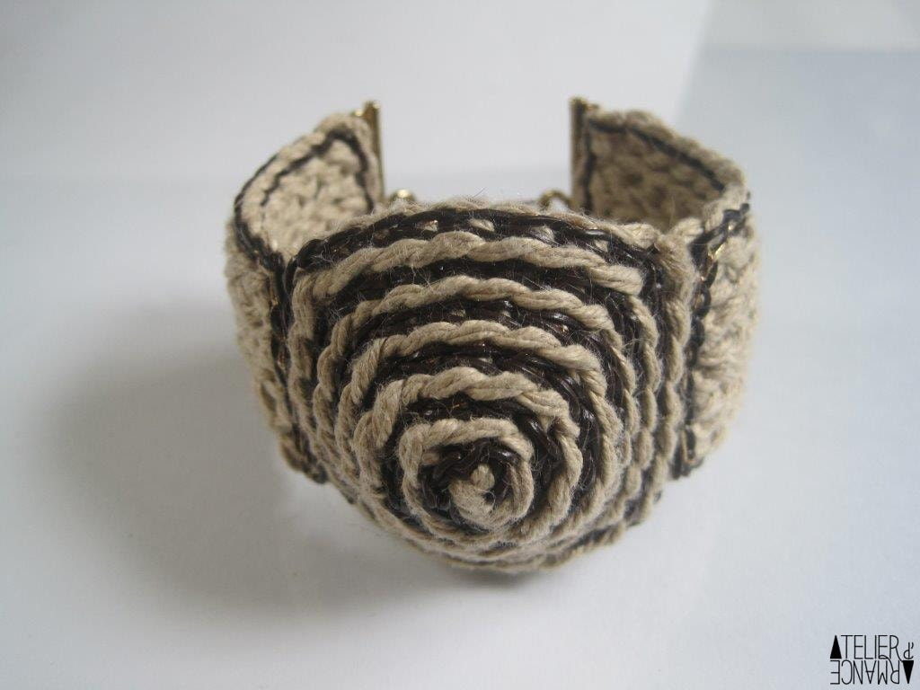 UBU cuff handmade crochet linen, leather and gold thread, thick, conical center, reversible  FREESHIPPING - AtelierdArmance