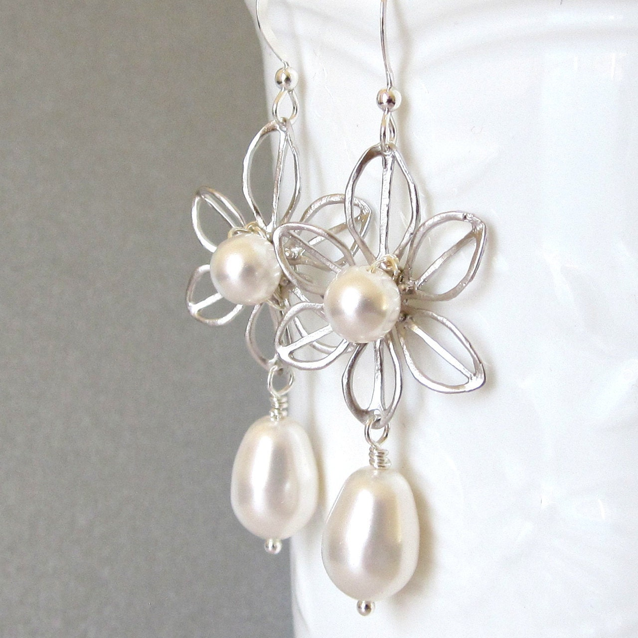 Daisy bridal earrings pearl drop