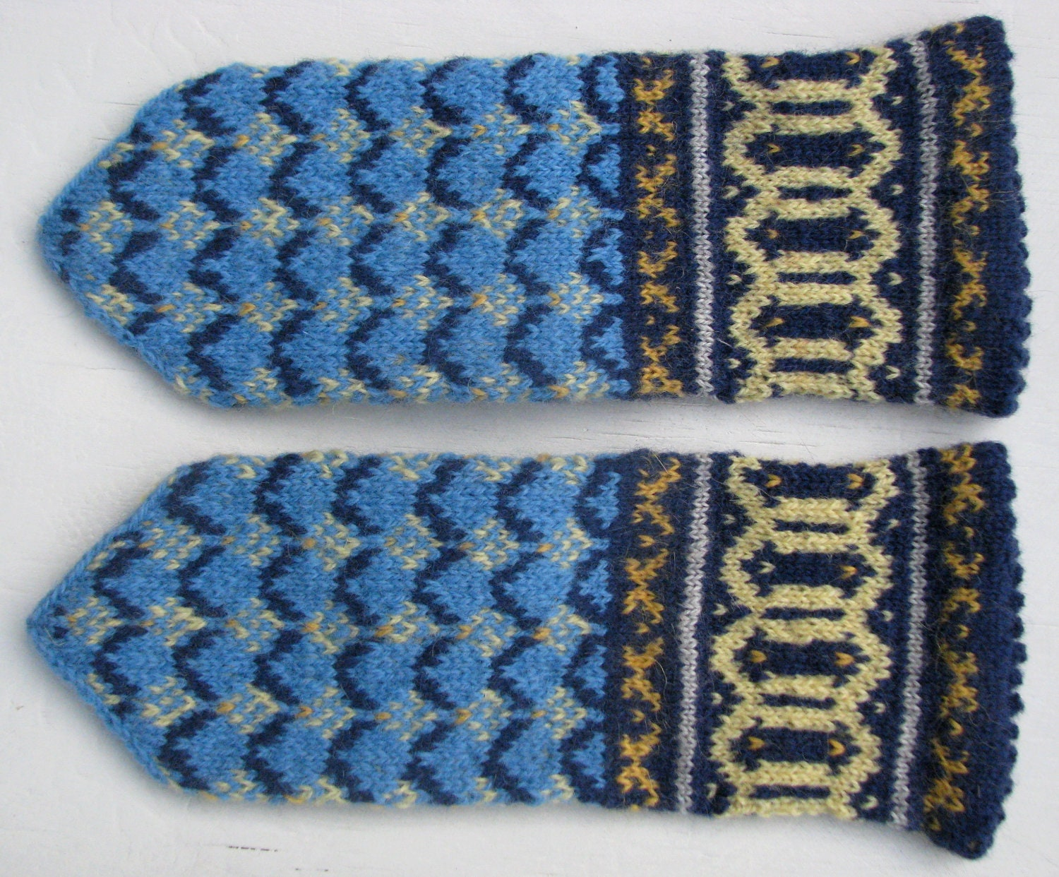 Hand knit wool mittens for children with ornaments. - LailasShop