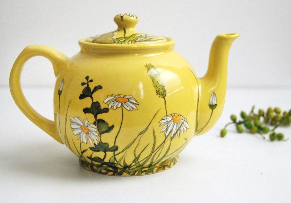 Yellow Teapot  - Grass Fields and Daisies - ready to ship