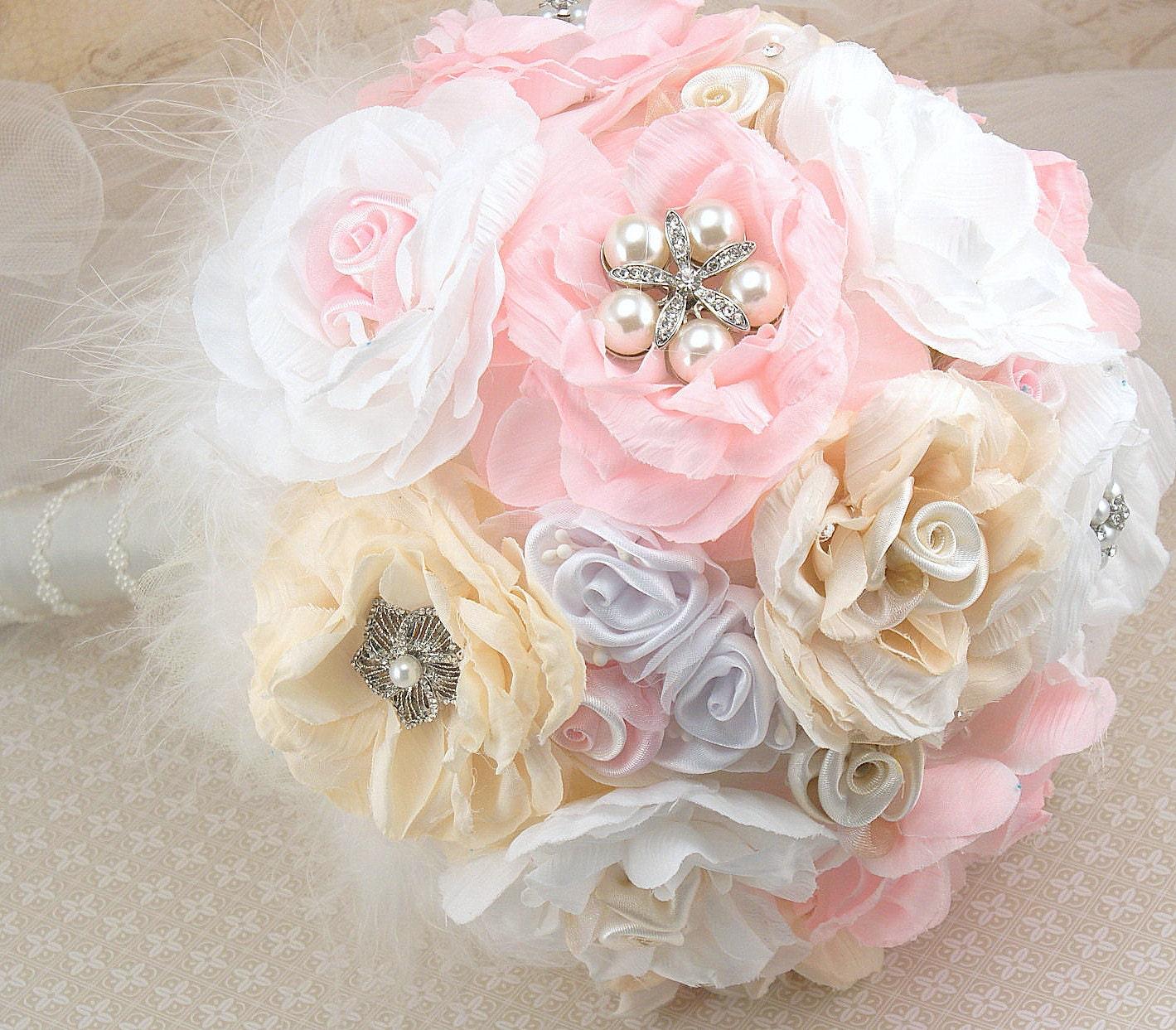 Брошь Букет LARGE Свадебный букет в Jeweled Blush Pink, кремовый и белый с Цветы из ткани