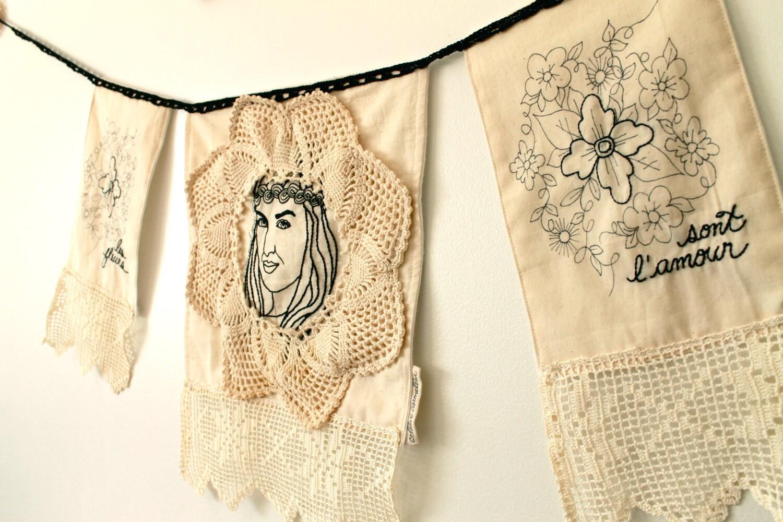 Потертый Chic Знамени вышитые вязание крючком цветы ребенка Нейтральная на стене ручной