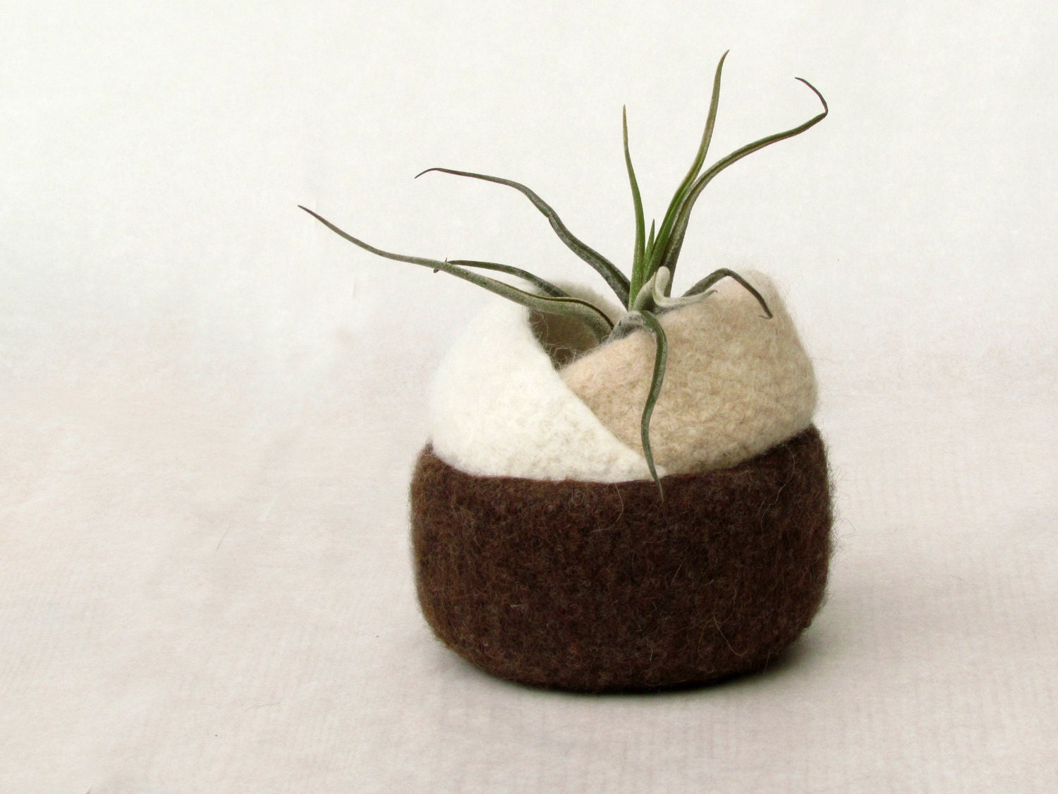 Felt bowl brown coffe - Organic eco-friendly - chocolate, cappuccino and milk - set of three nesting bowl - ring holder - theYarnKitchen