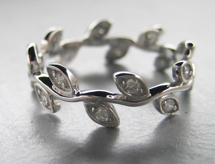 If you are after an unusual take on matching his 39n hers rings then check