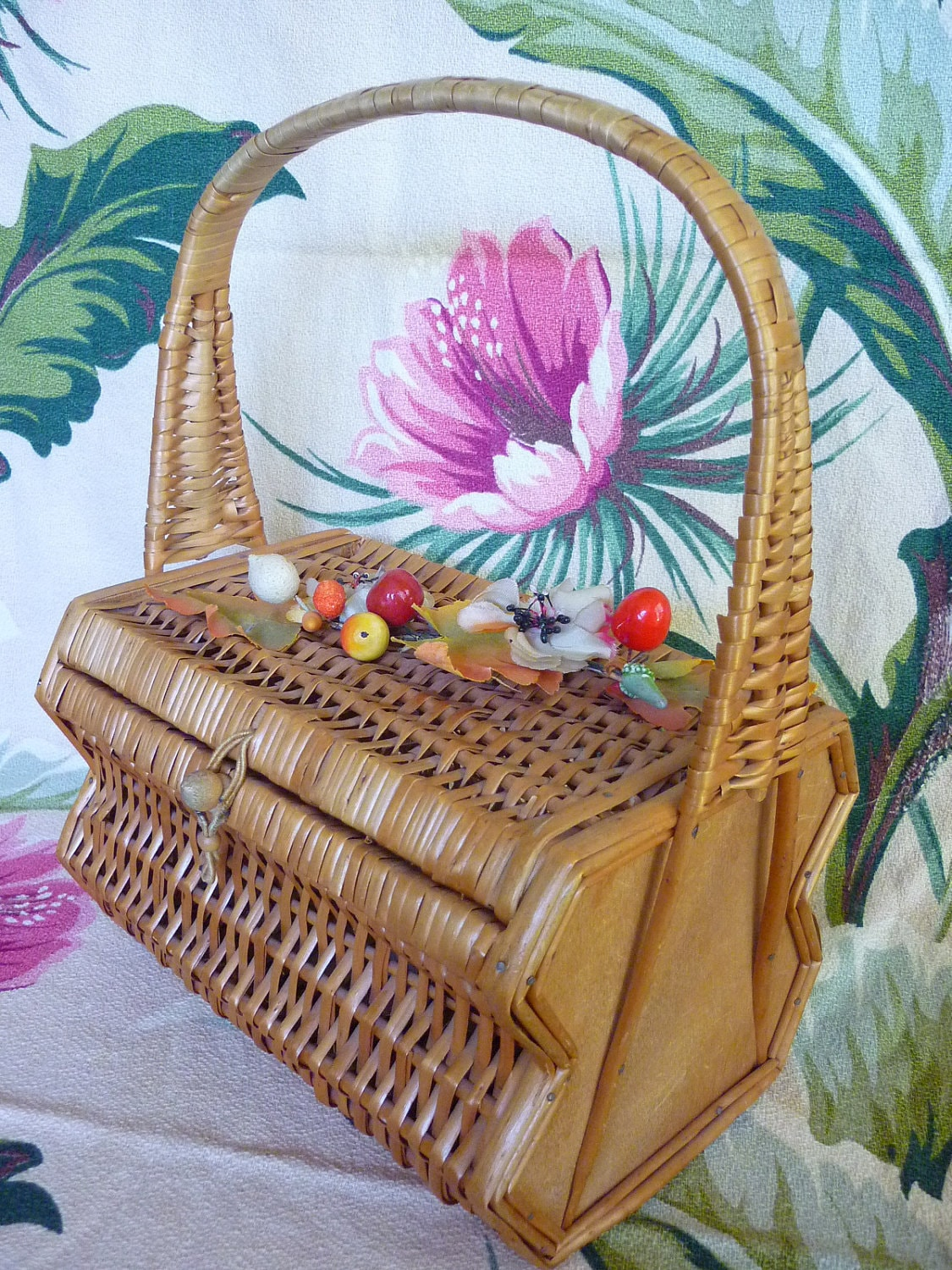 VTG 1950s Rattan Wicker Bamboo Basket Purse w Fruit - decotodiscovintage