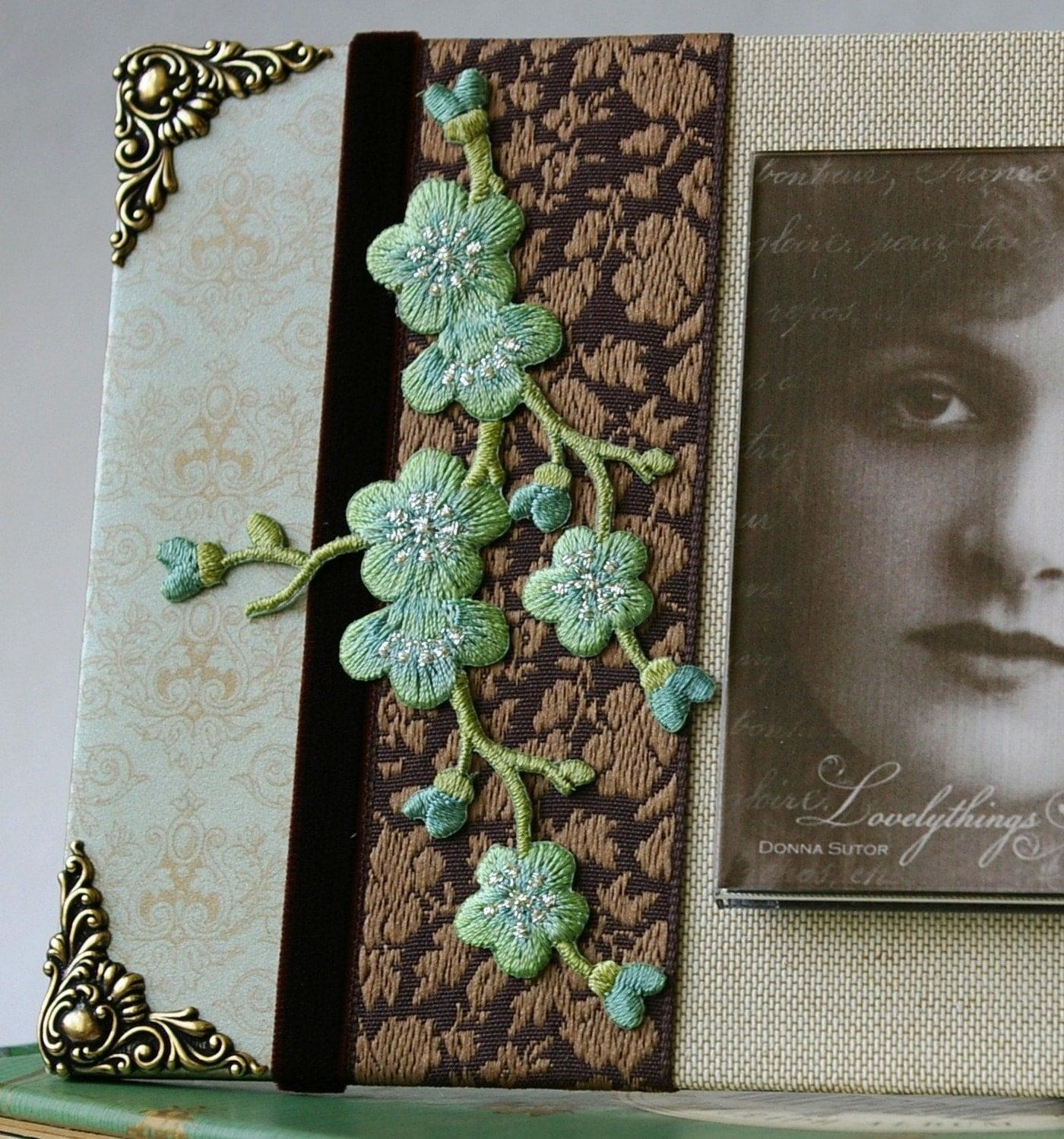 Декоративная рамка для фотографий, Вишни в цвету, лен коричневый мокко мудрец зеленый картина фоторамки