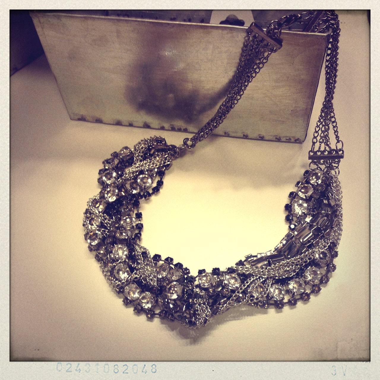 Vintage glamorous Chic Jeweled necklace