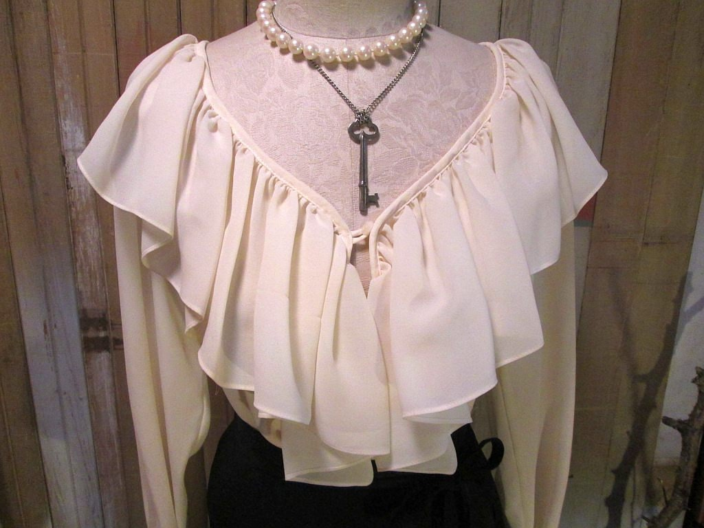 Vintage Ivory shirt ruffle poet pirate Blouse  S M