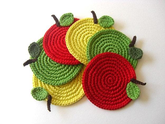 Coasters da Apple Mix Verde Vermelho Amarelo.  Beber bebidas folhas saudáveis Vegan Decor coleção Fruit Crochet - Conjunto de 6