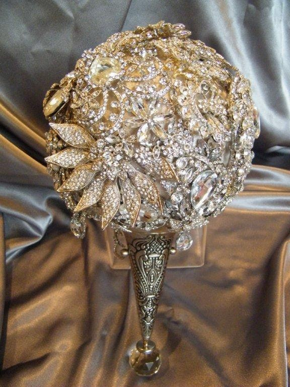 The Annemarie brooch bouquet