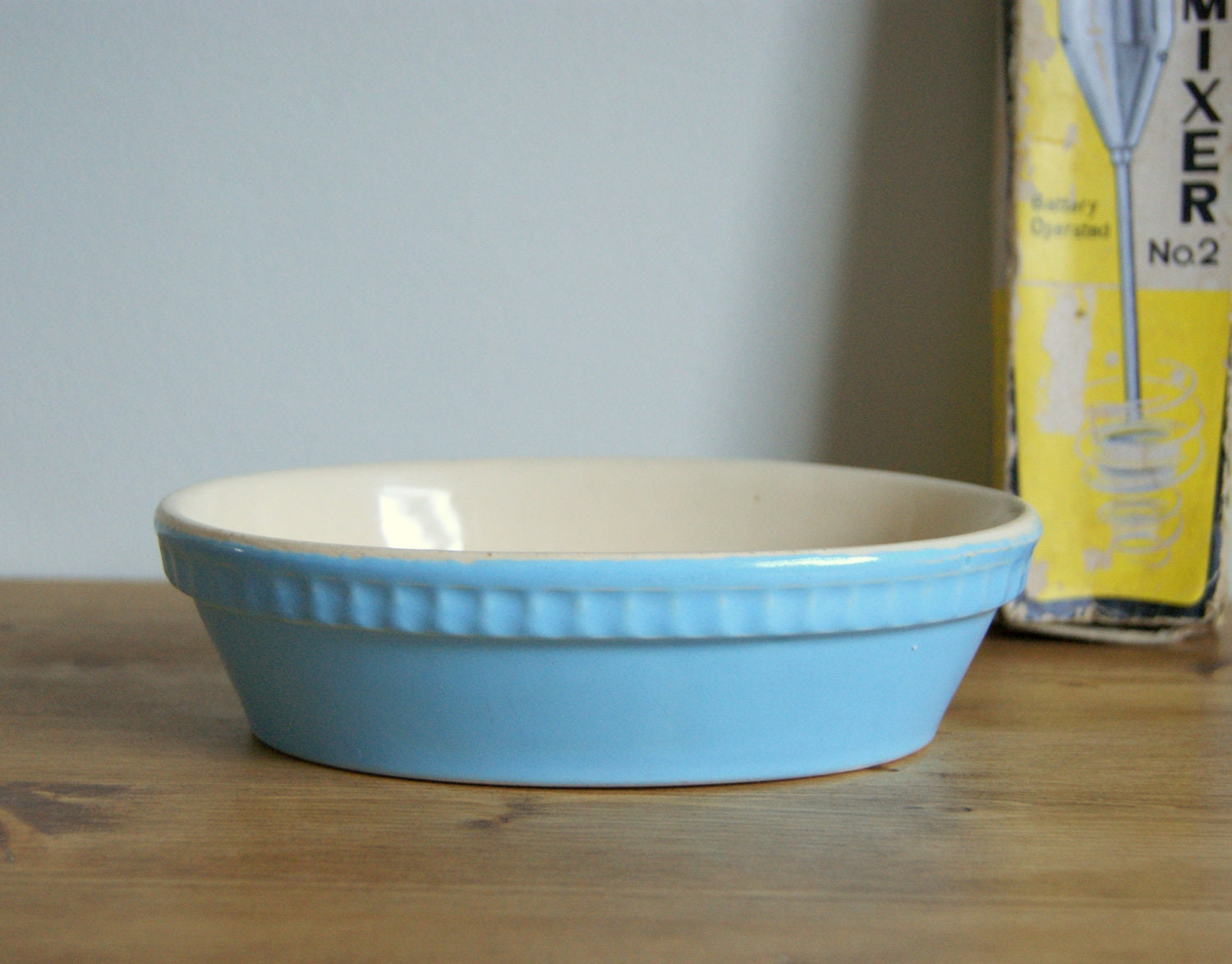 Pie dish, powder blue bowl, vintage kitchen decor. - LittleJayVintage