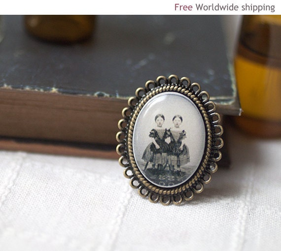 Victorian Cameo Brooch - Halloween jewelry - Siamese Twins (BH015)