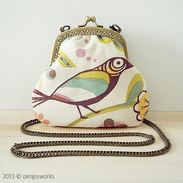 Purse // Bird // Vintage // Beige - pengiuworks