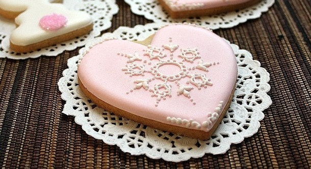 Heart Cookies-Pink Cookies-Edible Vintage Lace Cookies-Gift for Bridesmaids-Custom Wedding Favors-Pink Wedding