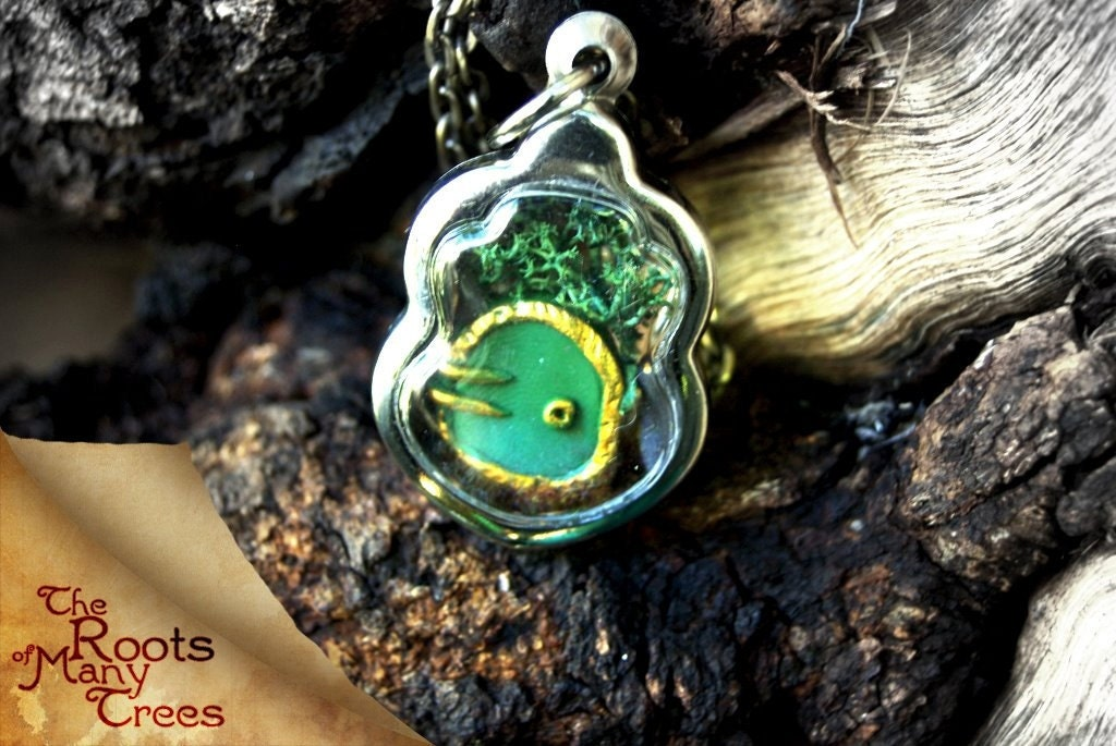 SALE: Fairy Hill Hobbit Door Amulet - TheRootsOfManyTrees