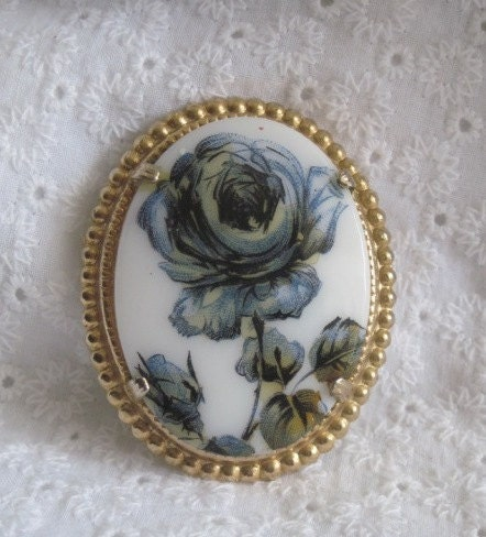 Vintage Rose Ceramic Brooch - TodoVintage