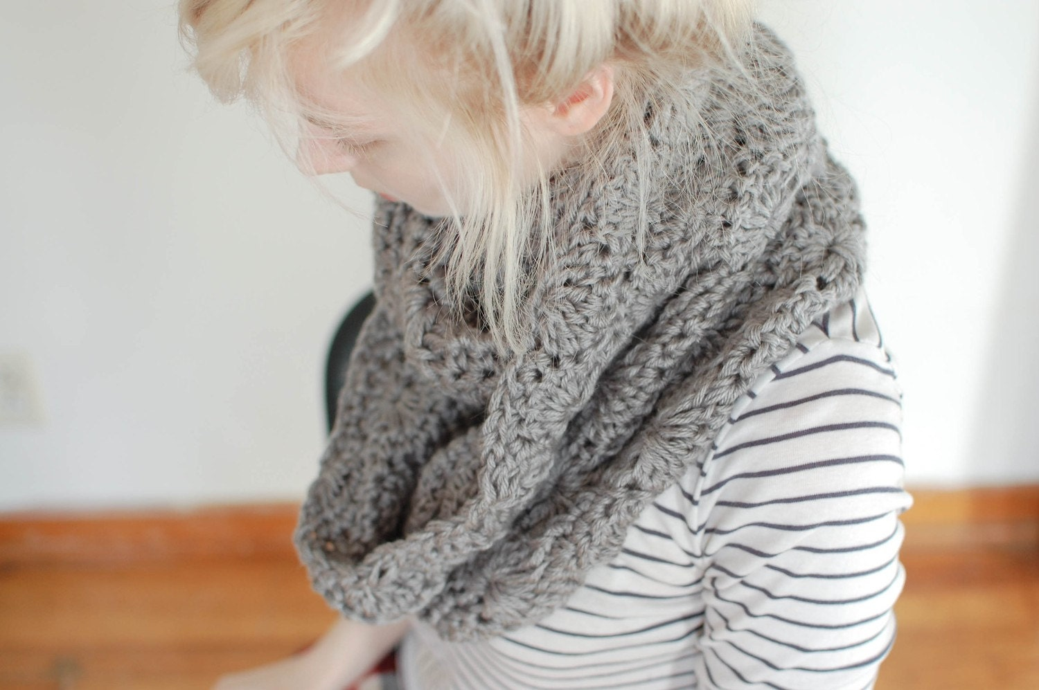 chunky crochet circle scarf in grey