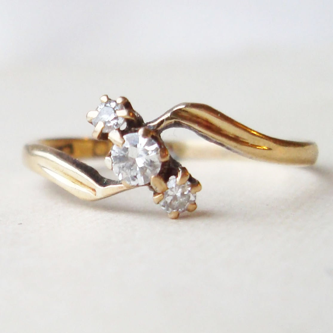 Antique engagement rings is an engagement ring is produced in the past. Antique engagement rings are a limited stock