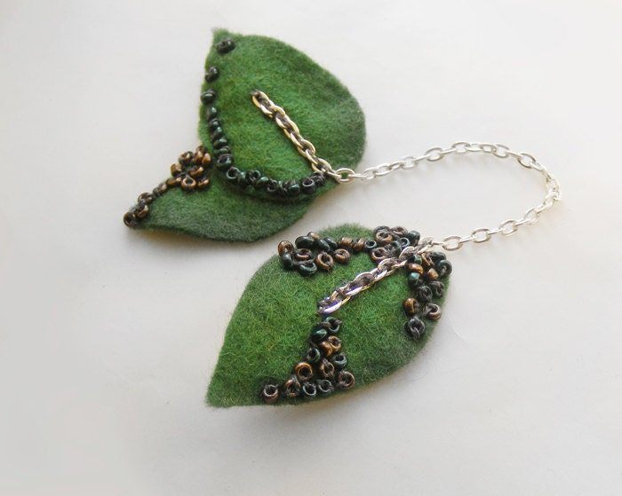 Felt brooch pin, spring jewelry, leaf brooch, handmade brooches, green beaded brooch, embroidered brooch, wool brooch - kapelusznik