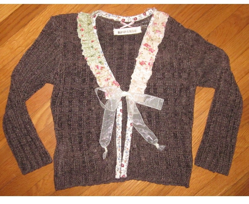 Girls SWEATER size 5/6  with RUFFLES