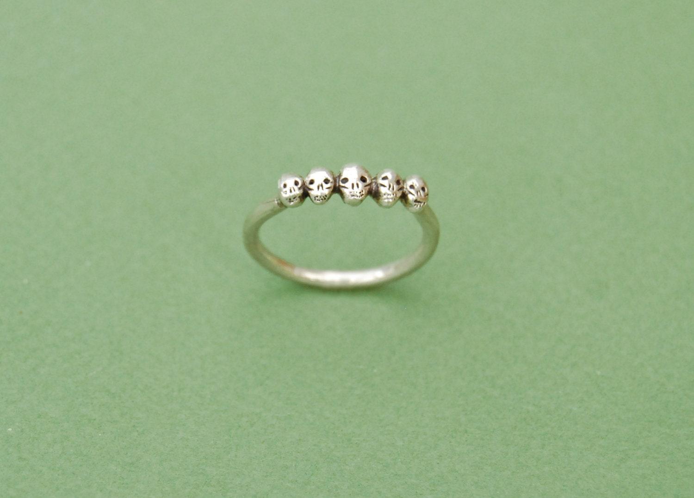 Tiny Skulls silver ring