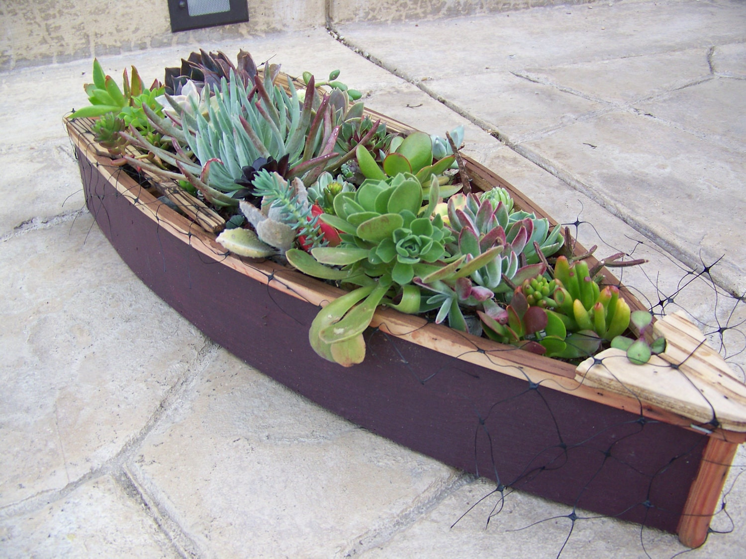 Pand guide garden boat planters for Garden planters
