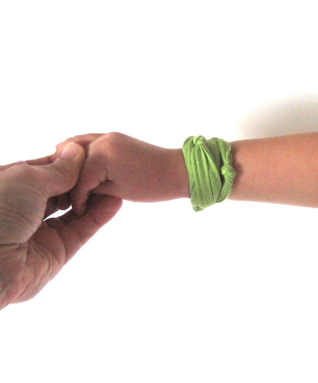 Knotted Bracelet. Fabric. Green. Girls, teens, women.