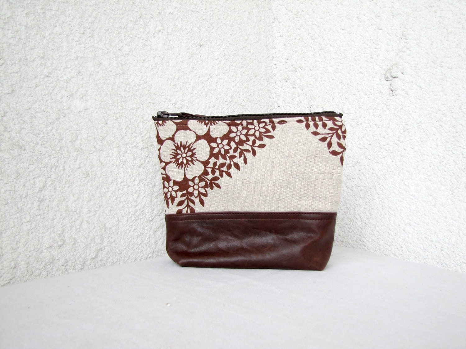 Beautiful linen and leather clutch - Linen and upcycled leather flat bottom