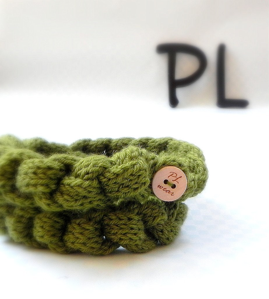 Green double knitted and crocheted neck warmer chain scarf by PL wear - PLwear