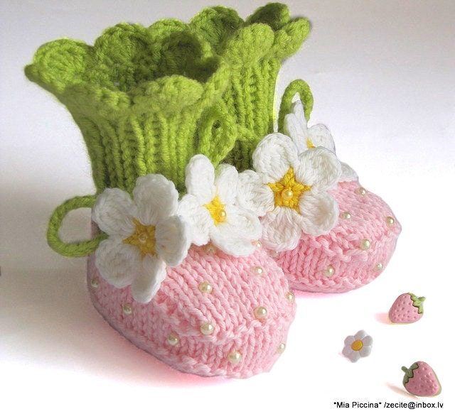 "Baby Booties ""Pink Strawberry"" booties, knitted baby girls shoes  / size 0-3 M"