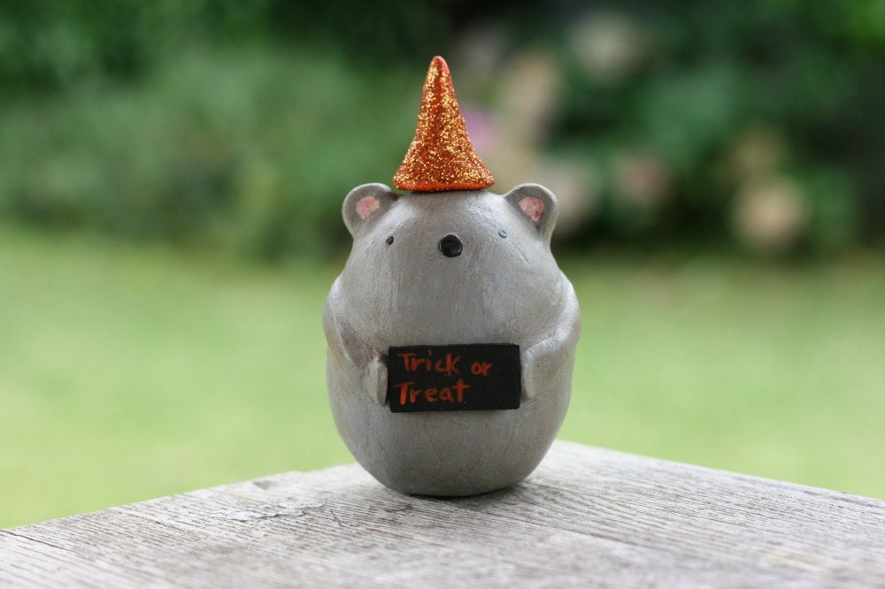 Tia the Trick or Treater Mouse