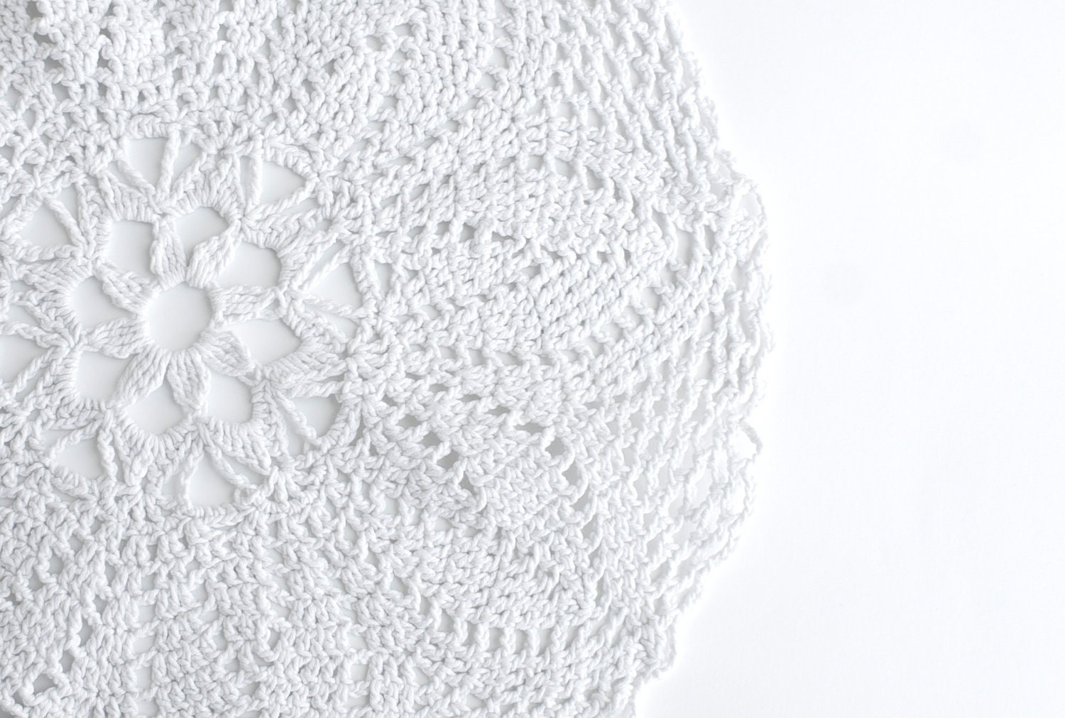 Vintage white doily - home decor - centrepiece - TheRetroBottega