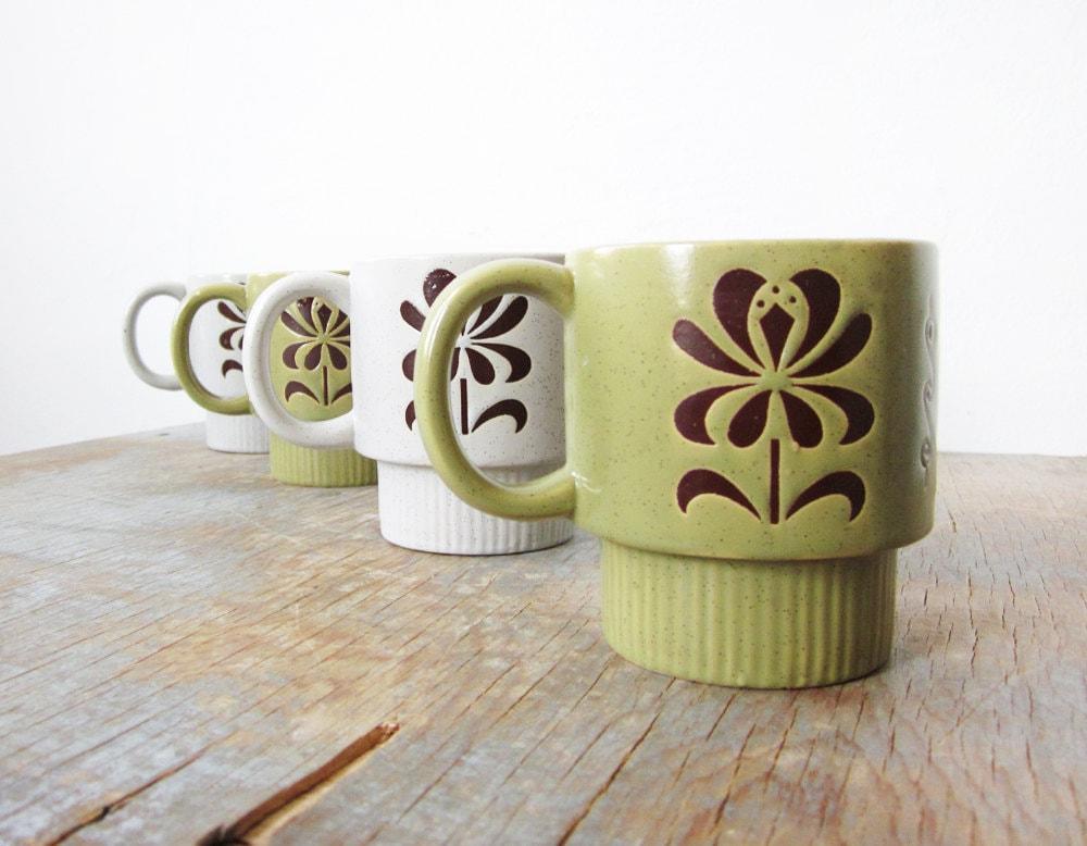 floral stacking mugs / vintage stoneware mugs - RustBeltThreads