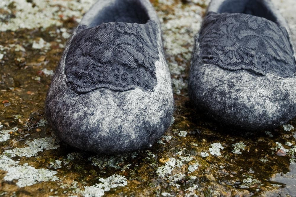 Felted slippers. Glam Rock. Gray and black