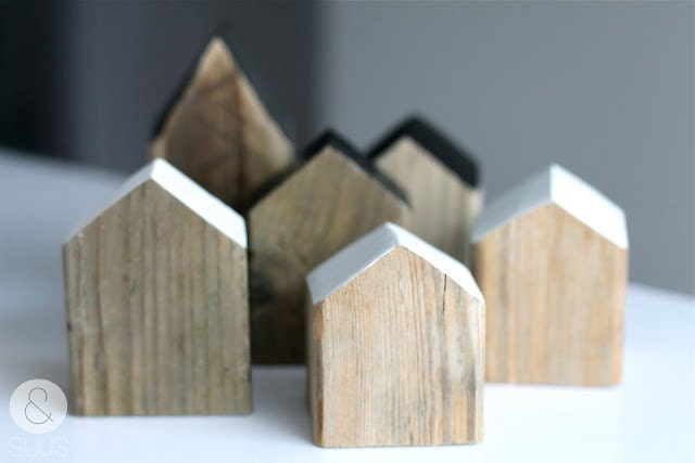 Little houses of old wood with or without heart -little- - ensuus