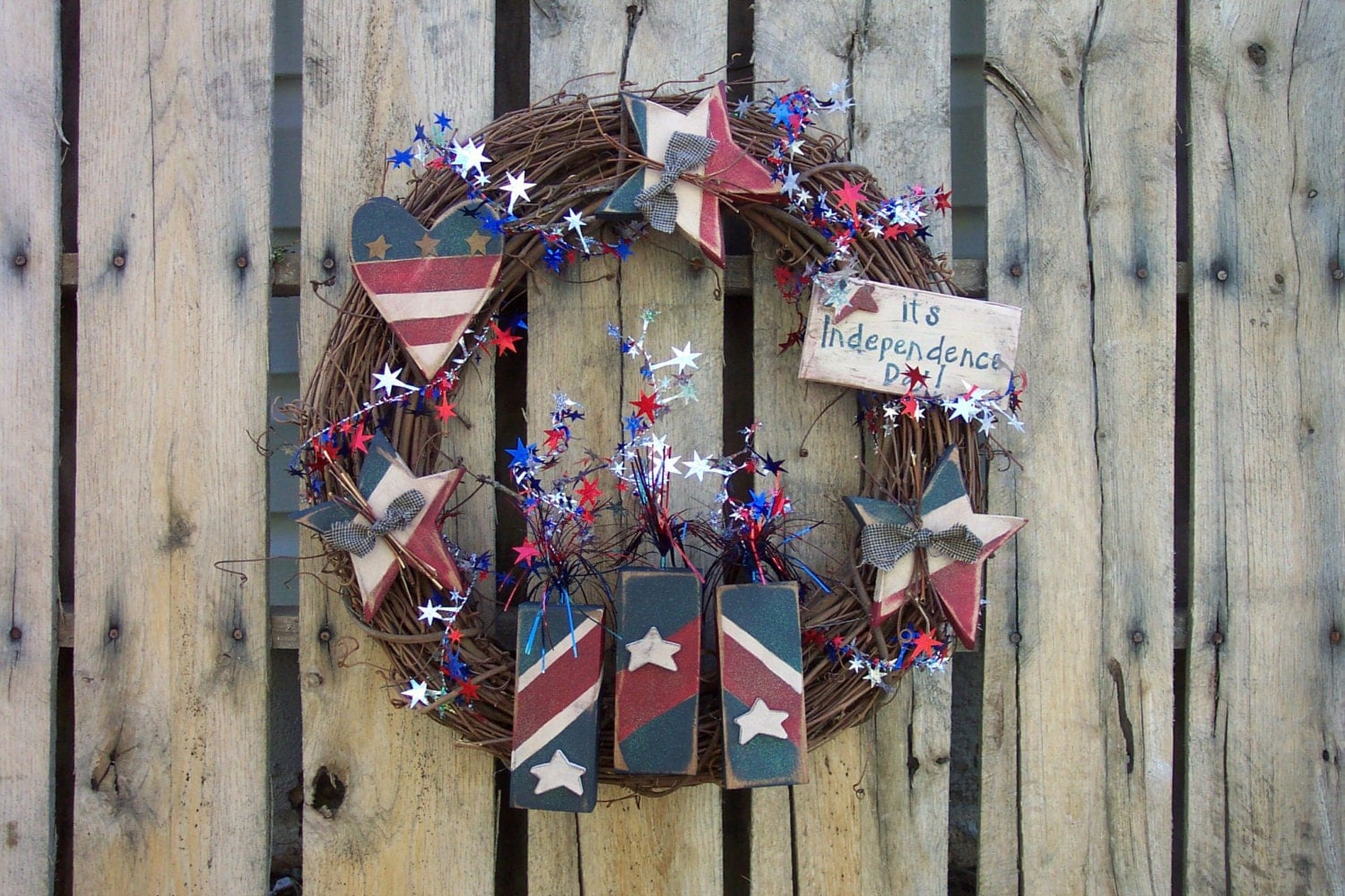 Independence Day Wreath Pattern incorportating Wood Hearts, Firecrackers & Rustic Stars Americana Craft Pattern for the 4th of July - KaylasKornerDesigns