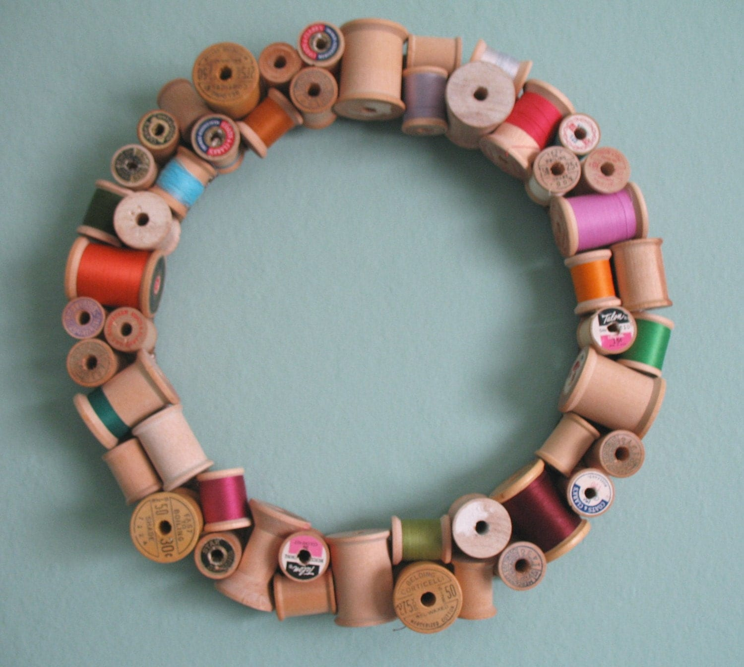 christmas crafts: wooden spool wreath