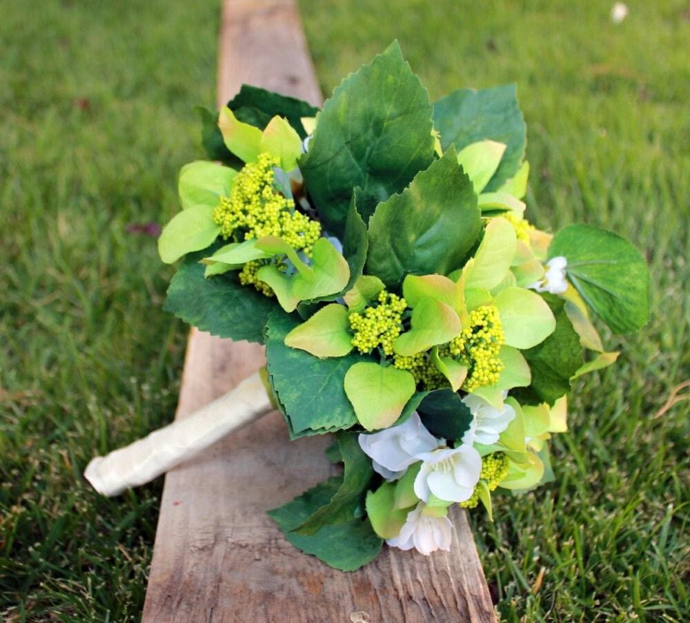 Белый олеандр и зеленый коттедж Гортензия букет невесты