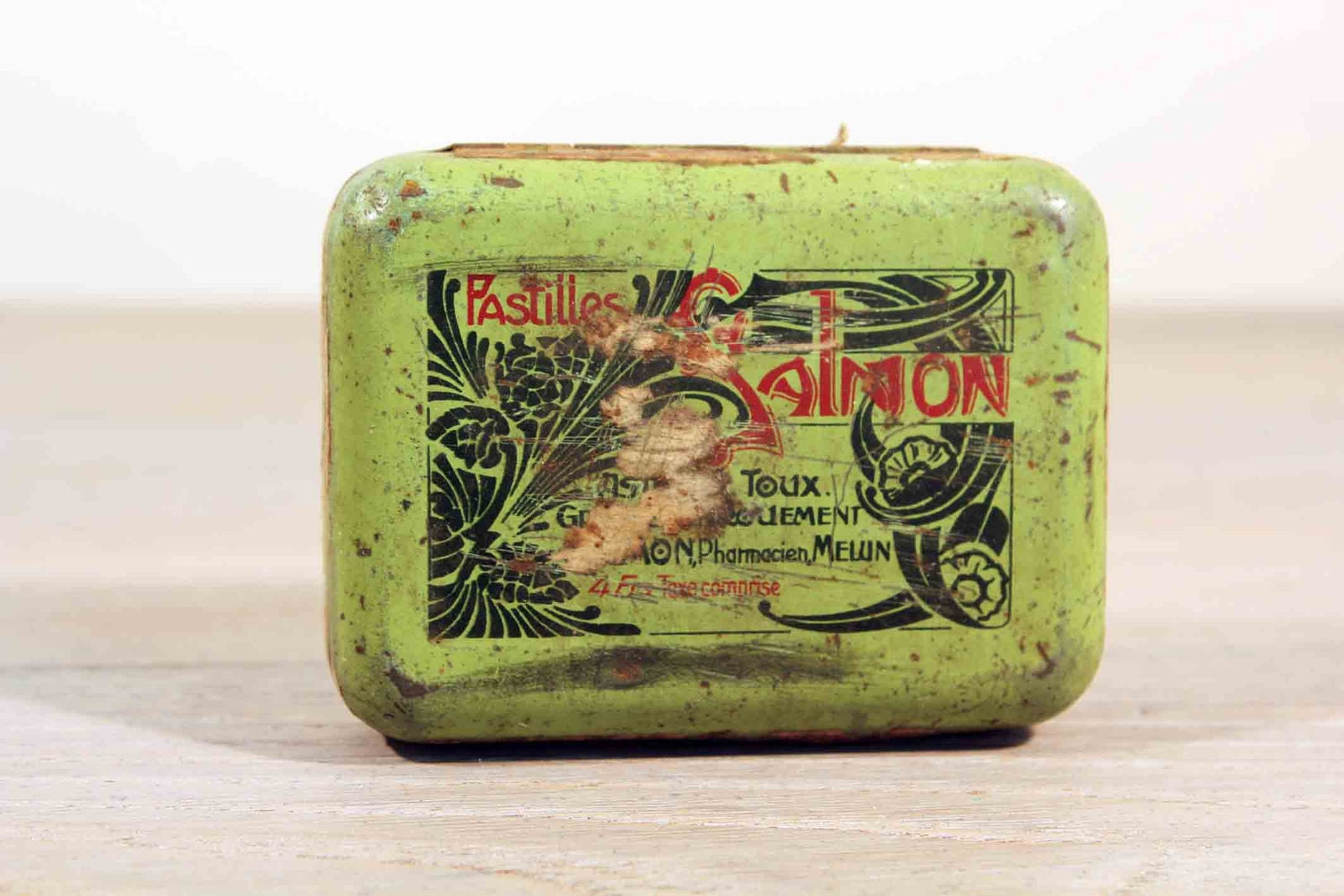French advertising tin box - pistachio green with hinged lid