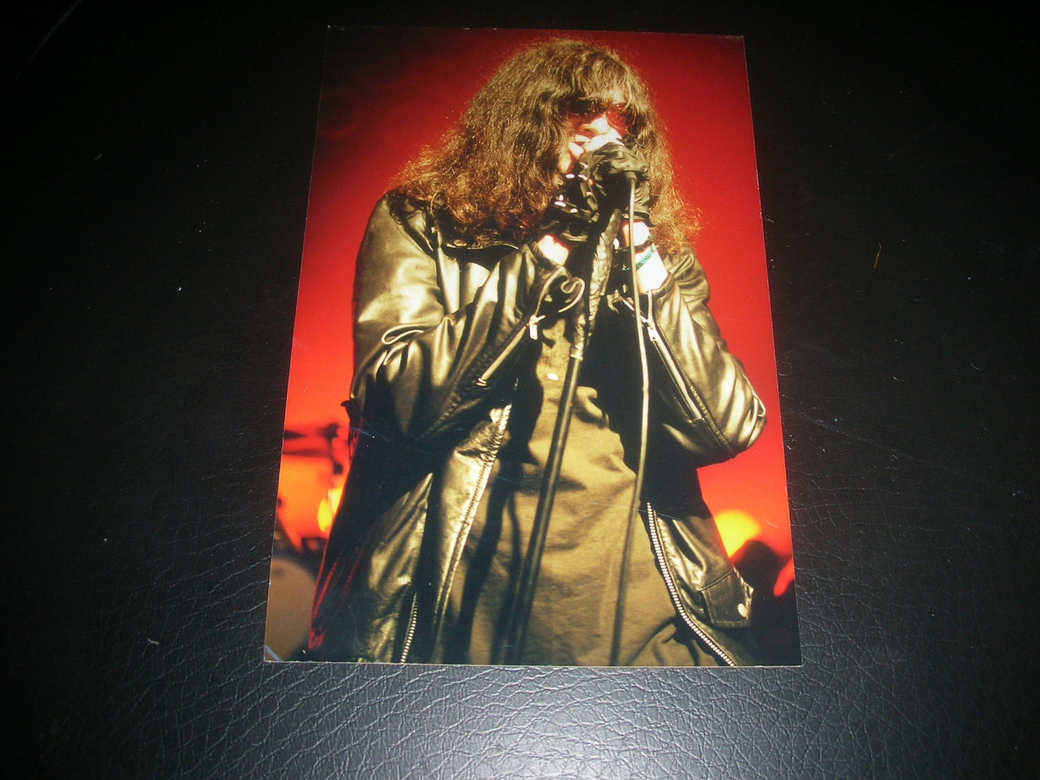 Joey Ramone 4x6 candid photo  - The Ramones  - punk rock