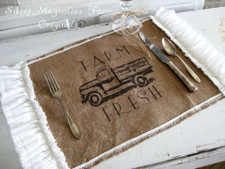 "Burlap Таблица салфетки - ""Farm Fresh"" - Vintage Truck - Ruffled сторон - массивные Романтика"