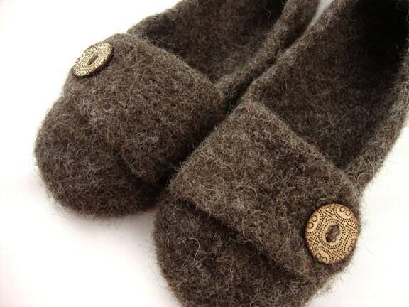 你的脚会是可爱的,很舒适,这些手工编织毛线拖鞋!