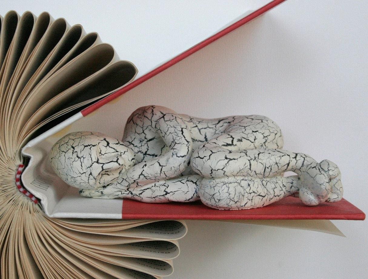 Спящий на книгу Птичка (Оригинал скульптуры)