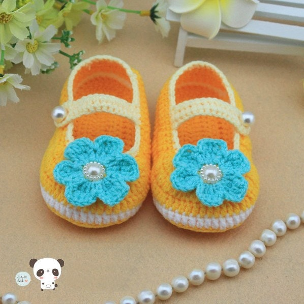 yellow Crochet Baby Booties  baby shoes  lovely girl booties, blue flowers newborn-12 months