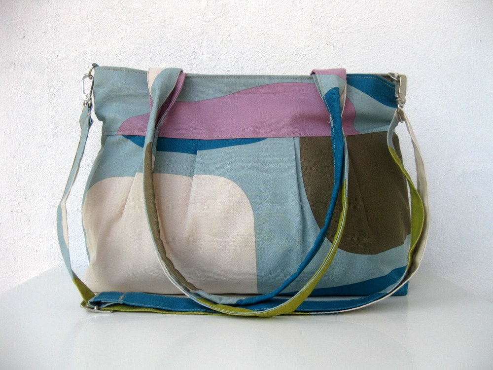 Messenger-Diaper Bag-Pleated-Large-Double Straps and Adjustable to Straps-6 Large Pockets-Zipper Closure