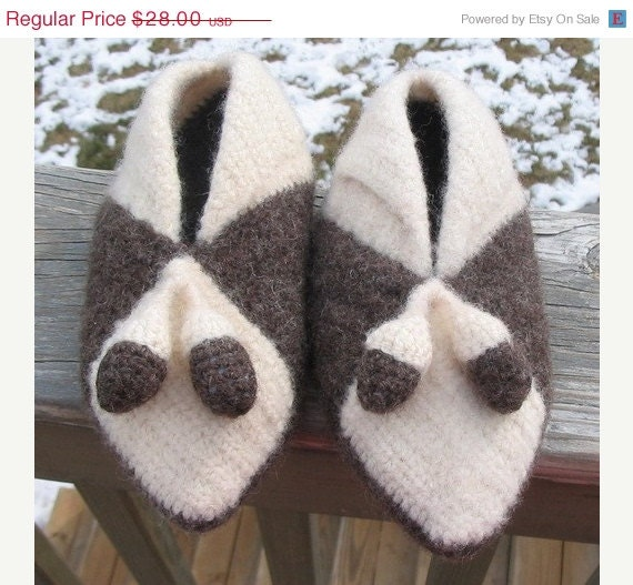 ON SALE Felted (fulled) crocheted child/youth slippers with acorns - BitsOfFiber