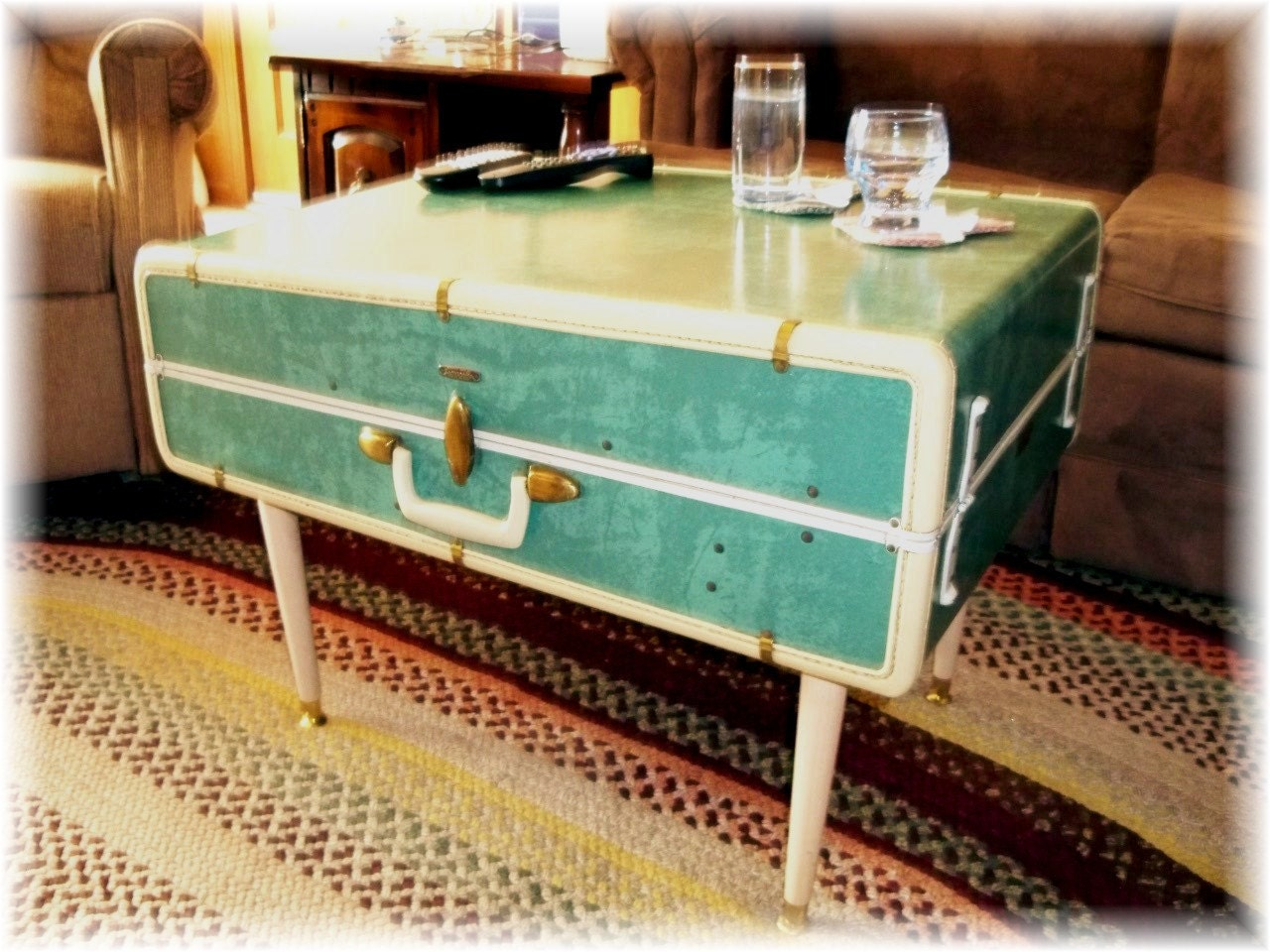 Vintage Suitcase COFFEE TABLE Vintage Lovers Upcycled and ReNeWeD Large Samsonite Luggage Wardrode Traveling Trunk End Table