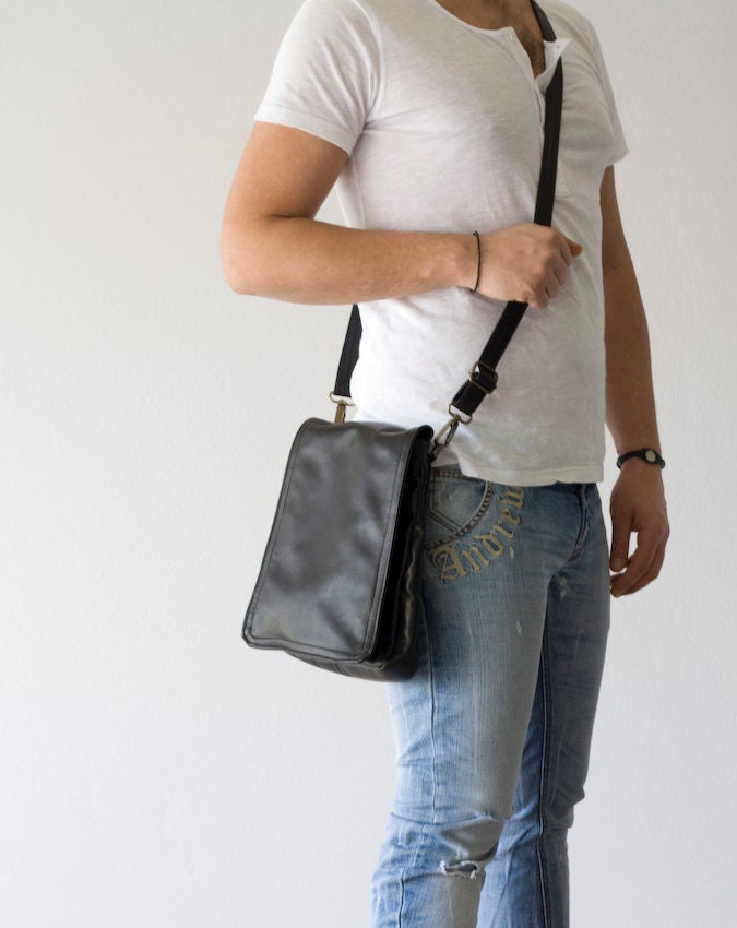 MINI Messenger bag in genuine Black Leather - milloo